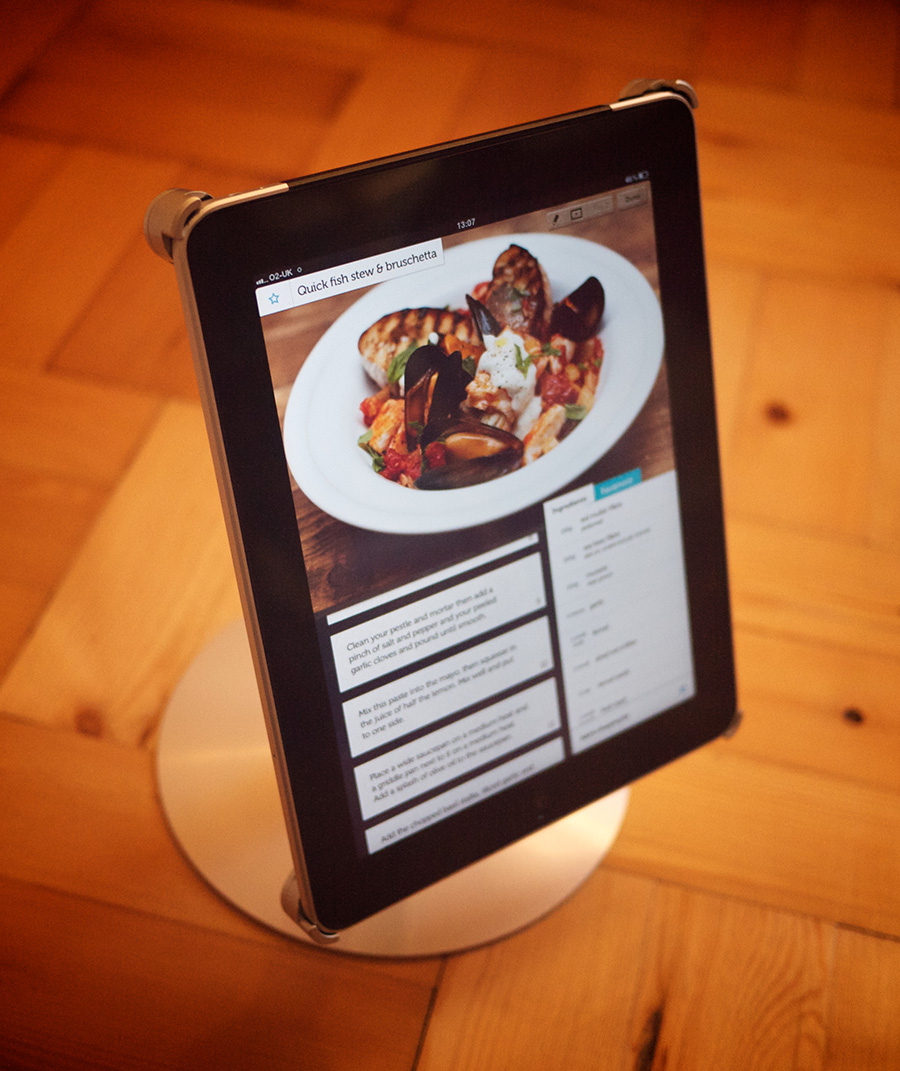 Article illustration for Review: Mantis Stand for iPad